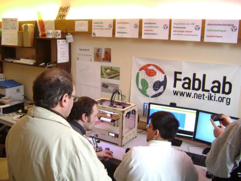 Découverte de l'imprimante 3D au Fab-lab comtois (crédit FabLab Net-Iki)
