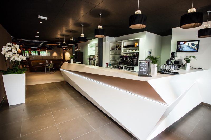 Design du mobilier du restaurant Le Crusoé à Dijon - Athias Architecte
