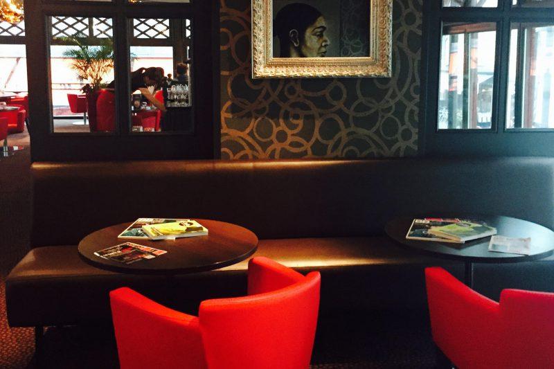 Salon cosy du restaurant Brochettes & Cie à Dijon - Athias Architecte