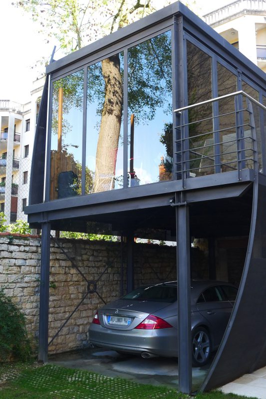 Création d'un salon d'été dans une cour à Dijon - Athias Architecte
