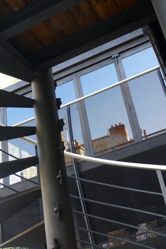 Garde corps et baie vitrée du salon d'été - Athias Architecte