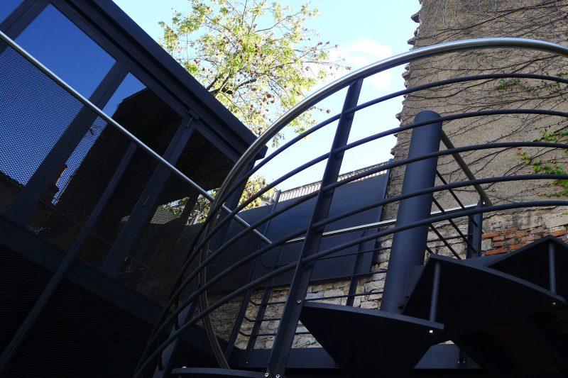 Conception d'un salon d'été verre et métal - Athias Architecte