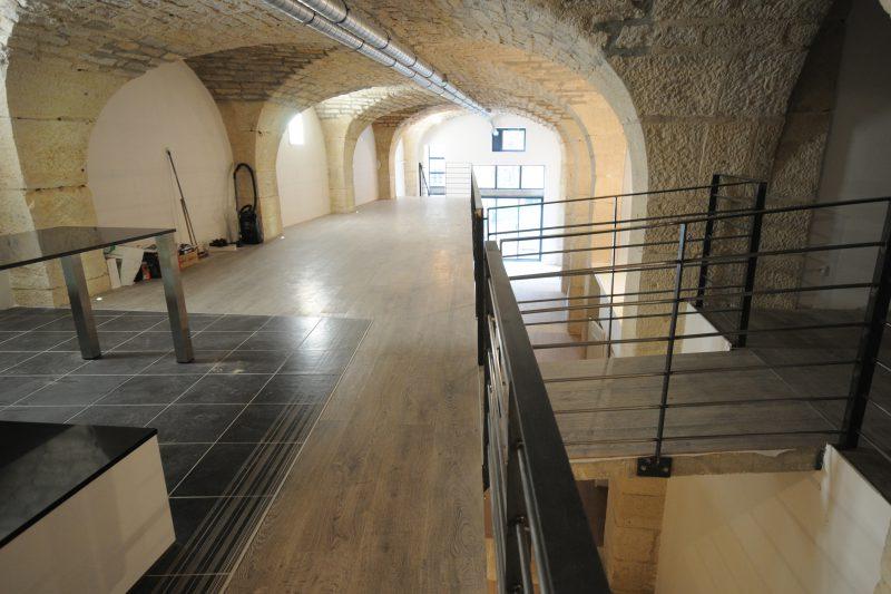 Grand espace lumineux dans le loft Grevin - Athias Architecture