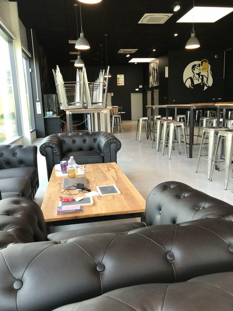 L'espace Lounge du Beer Factory à Dole